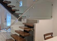 int stair7.jpg